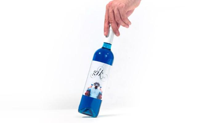 Испанский стартап предложил гурманам голубое вино