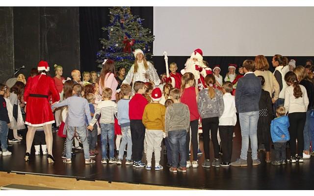 В Торревьехе состоялся новогодний концерт, в котором приняли участие русскоязычные дети города