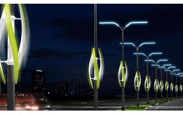 В Торревьехе подвязывают уличные фонари скотчем