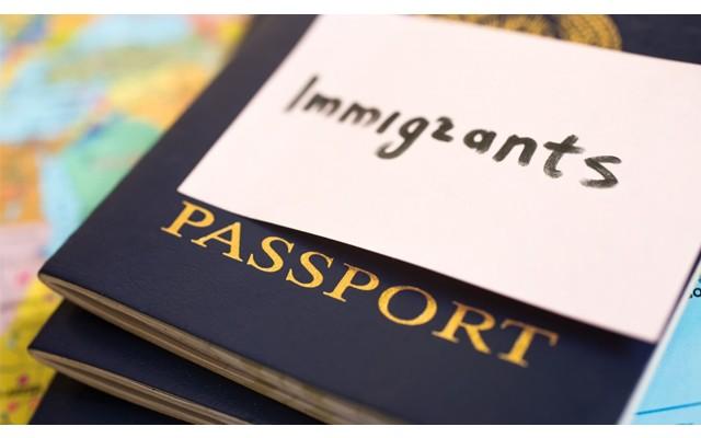 Скандальная помощь иммигрантам