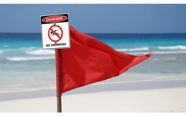 Штрафы для отдыхающих, которые нарушают запрет на купание на пляжах