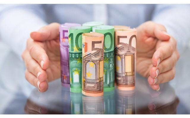 Какова средняя зарплата в Испании?
