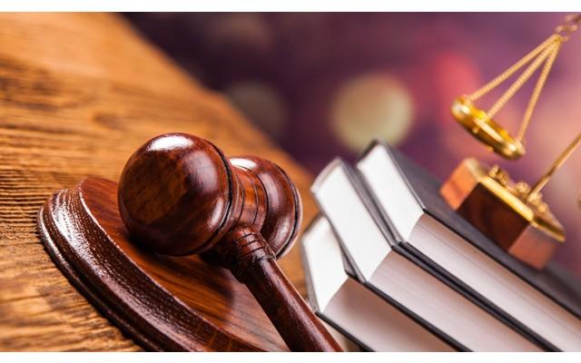 23-летняя девушка подала в суд на родителей