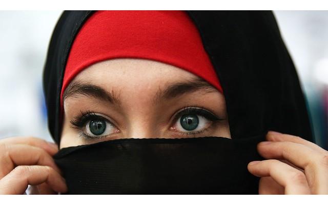 Женщина отказалась ходить на занятия без хиджаба
