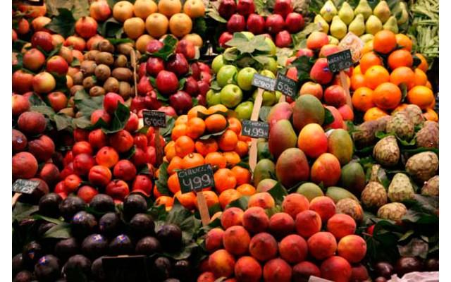 Фрукты и овощи в Испании в мае