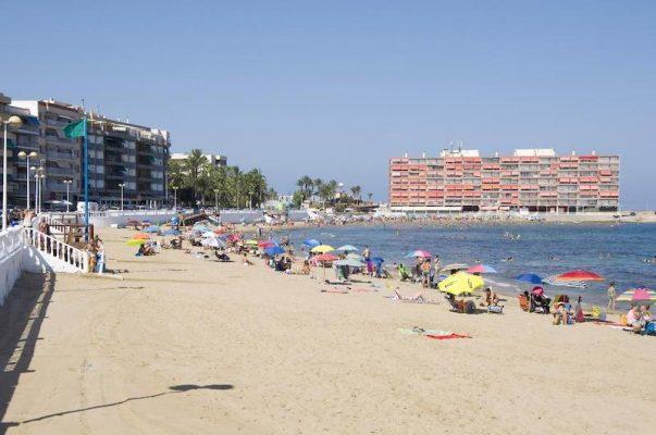 Пляж Los Locos в Торревьехе начнут расширять со следующего года