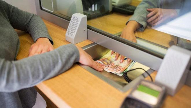 В Испании людям с низкими доходами выплатят пособия до €950 в месяц в связи с  Covid-19