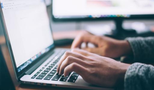 Ряд учеников Испанских школ получит бесплатные ноутбуки и планшеты