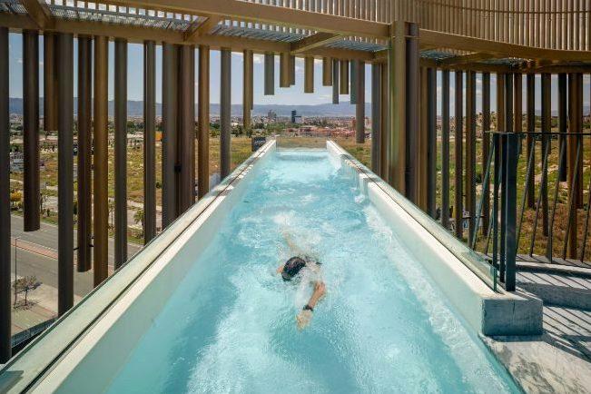 Самый большой подвесной бассейн в Европе находится в Мурсии