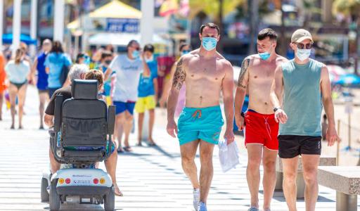 Резко выросло число британцев, собирающихся отдохнуть летом в Испании