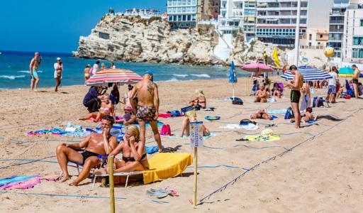 Бенидорм готовит пляжи к прибытию туристов