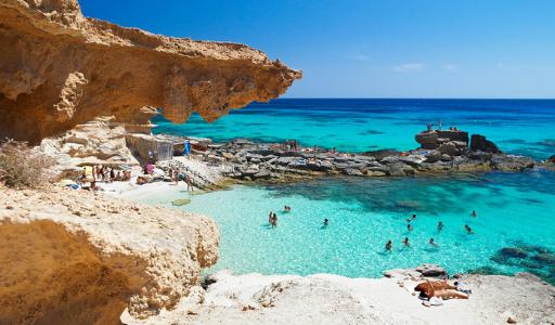 Cамые красивые пляжи Испании в 2021 году по версии портала  Traveler